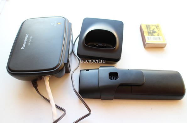 Рис. База трубка и подставка для трубки Panasonic KX-TGP600
